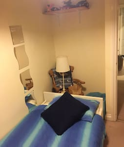 Small Mews semi 2 mins from station - Borough Green - Huis