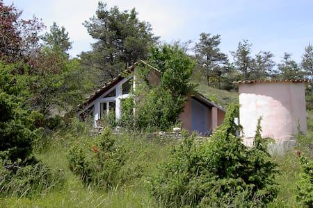 Maison insolite à la campagne - Oze