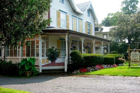The Gables Bed and Breakfast Inn - Cobleskill - 家庭式旅館