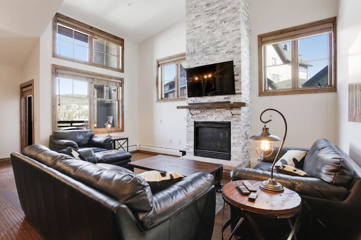 Ski In / Ski Out Winter Park 3 Bedroom at Zephyr
