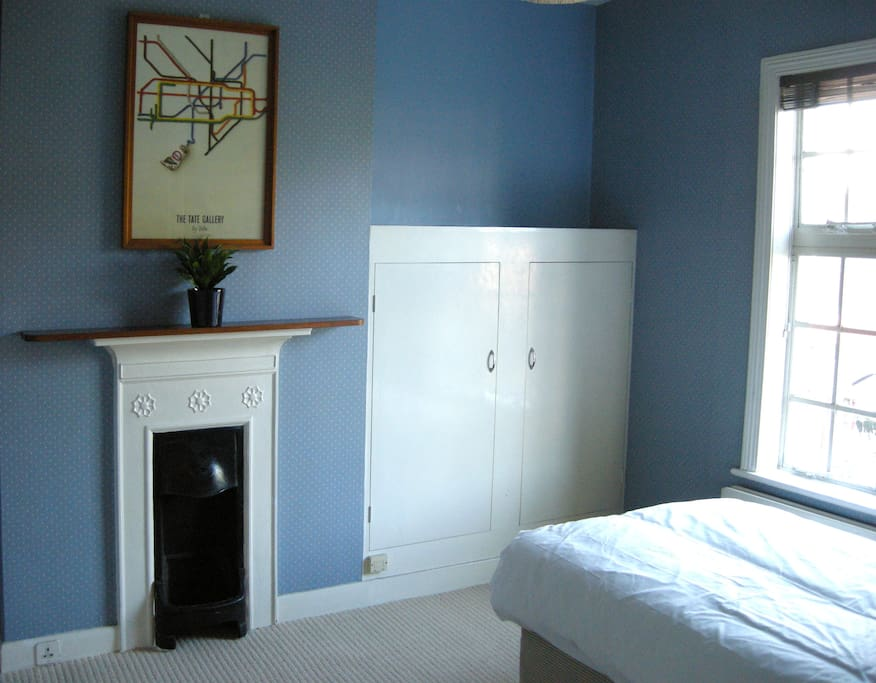 Bright clean double room with a very comfy double bed!