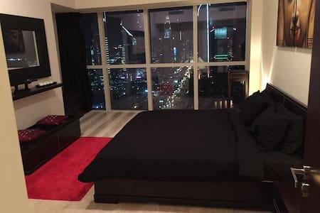 Modern Ensuite Bedroom Available - ดูไบ - อพาร์ทเมนท์