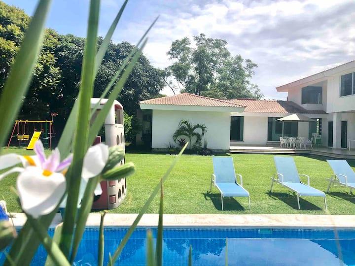 Amplia casa  de fin de semana en Lomas de Cocoyoc