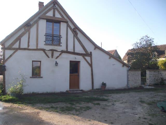 La Grange des Blins: Le Cabouin - Jouy - Huis