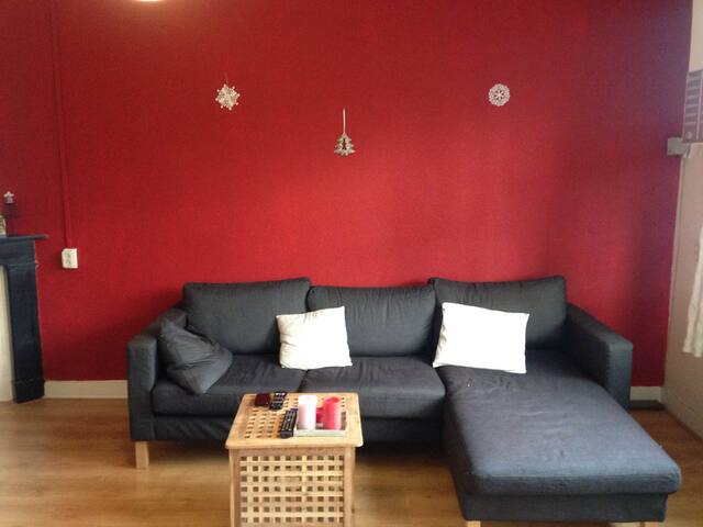 cosy apartment. 15 min from centre
