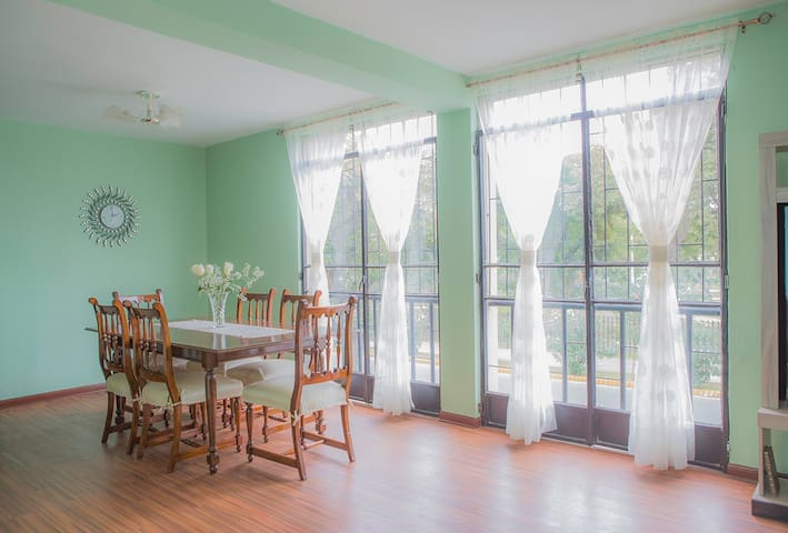 Spacious Lince Flat  with Continental Breakfast!