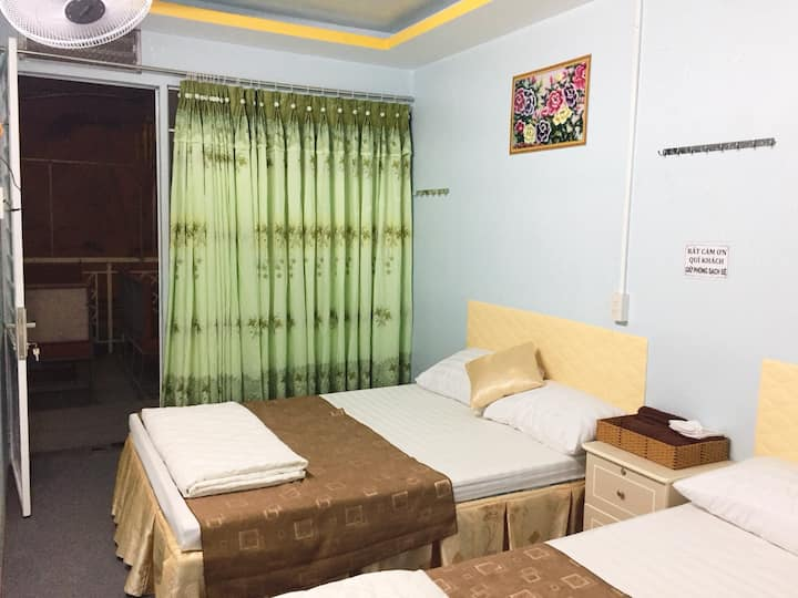 Rong Vang Motel & Homestay 2Beds R1