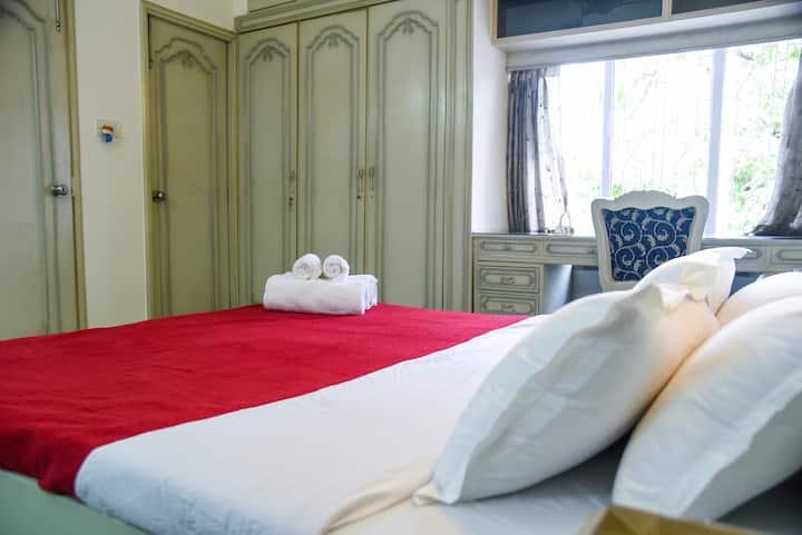 Heart of Kolkata|Luxurious|En-suite Room|Breakfast