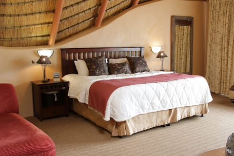 Drakensberg Honeymoon Cottage 33  (with Breakfast)