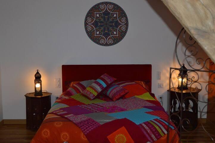 Joumane - Chambre deco marocaine - Louroux-de-Bouble - Inap sarapan