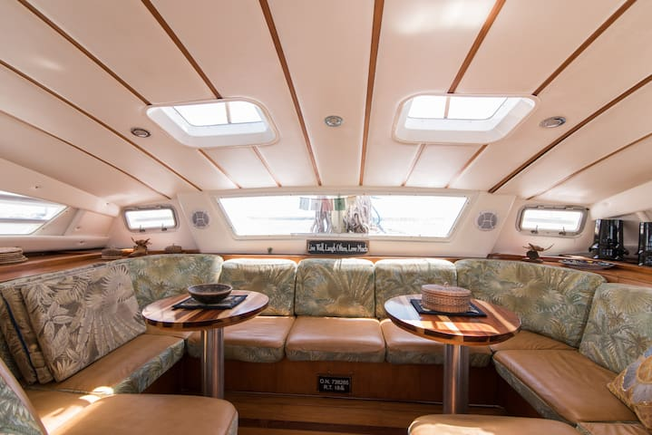 Ana Luna Catamaran B&B - Port Stern Cabin