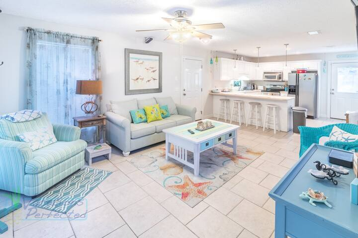 Charming 2 bedroom beach cottage.  Free daily activities included