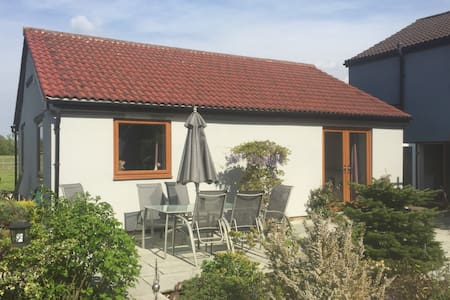 Delightful Country Bungalow - Sleeps 4