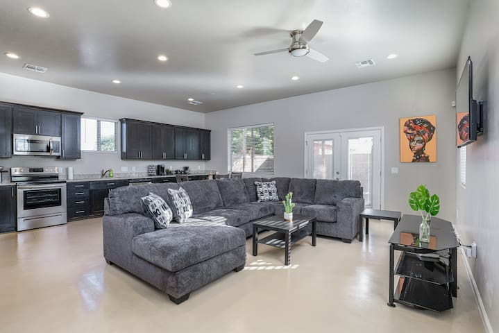 BEAUTIFUL BRAND-NEW HOUSE- Walk to Tucson Mall