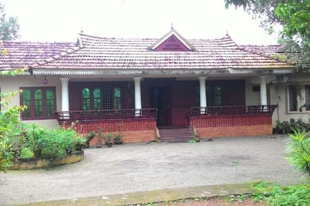 Private Room in a Heritage Home @ Kottayam - Mannanam