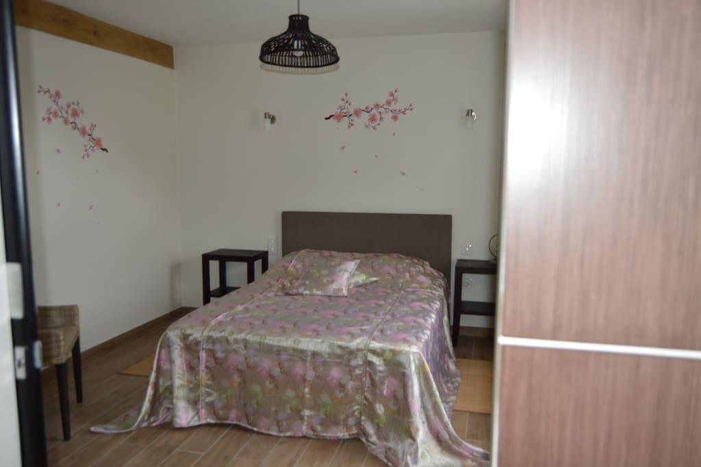 Shinju chambre deco asiatique bed breakfasts te huur in louroux de bouble auvergne frankrijk - Deco slaapkamer volwassene ...