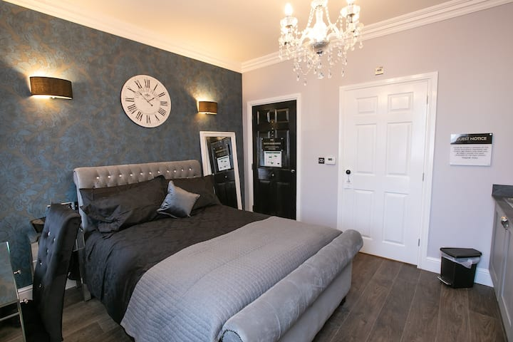 Earlham Park. Accessible suite with wet room