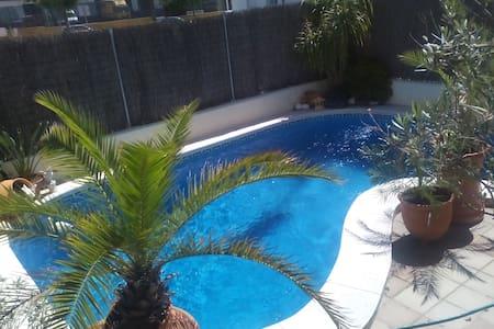 Casa con piscina. 2 hab privadas - Jerez de la Frontera
