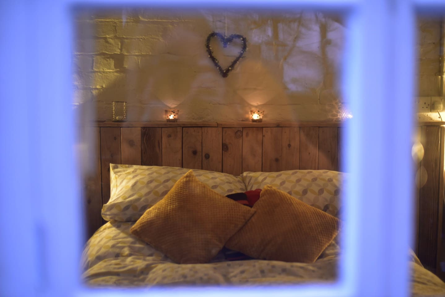Come and hide in our romantic bolt hole!