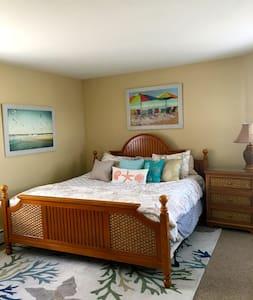 A Pristine Beach Condo-King Room for Rent-2nd flr - Brigantine