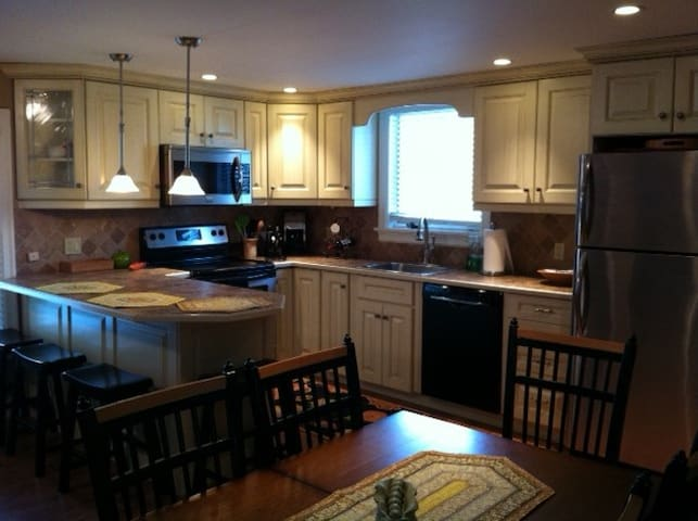 Village Getaway, walk to everything - Ellicottville - Hus