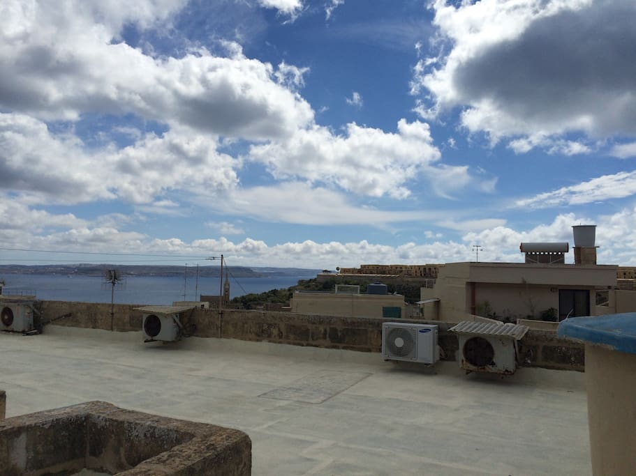 Feel free to use the roof for relaxing, watching the sun rise over Comino, doing yoga :) its just a flight of stairs above the apartment.