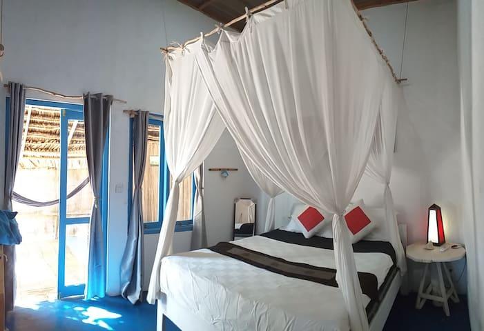 Blu Oceano Rote room 2