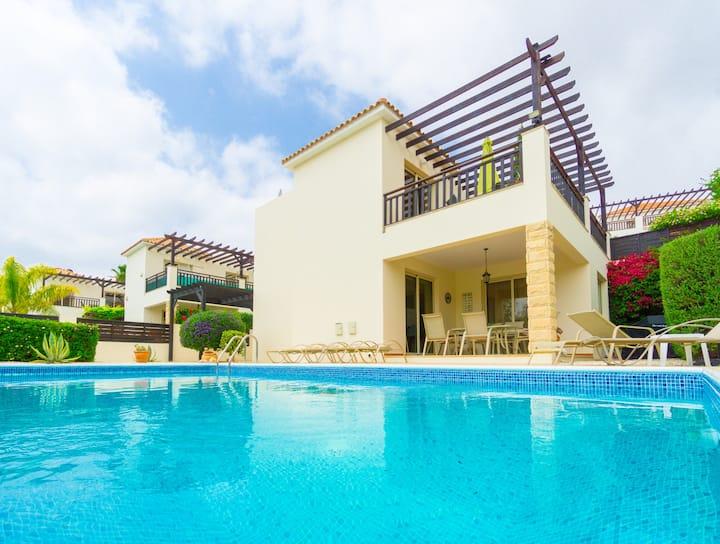 """Luxury Pool Villa in Coral Bay beach """"Villa Bella"""""""
