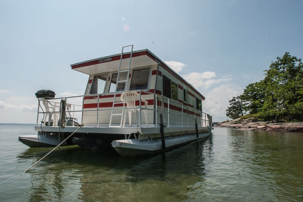 Your Floating River Cottage Boats For Rent In Gananoque