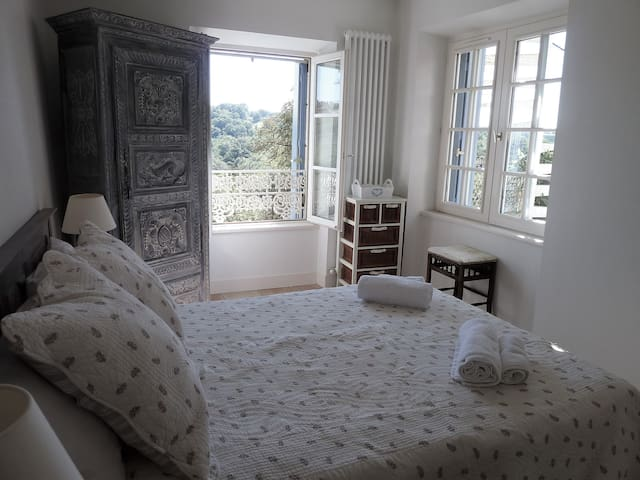 Beautiful private flat with pool in Nontron