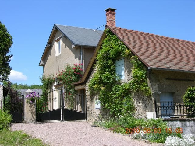 Old Theater 140m2:3 bed,2 bath,6 p. - Marigny-sur-Yonne - Rumah
