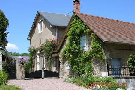 Old Theater 140m2:3 bed,2 bath,6 p. - Marigny-sur-Yonne - Σπίτι