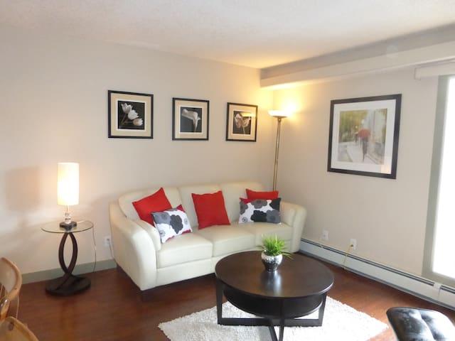 Trendy Kensington 1BR Apartment
