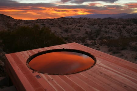 Joshua Tree Green Haus /w Hot Tub