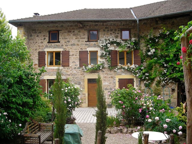 Romantic farmhouse in Beaujolais - Saint-Bonnet-des-Bruyères - Talo