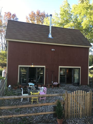 Quaint modern renovated barn. - Goshen