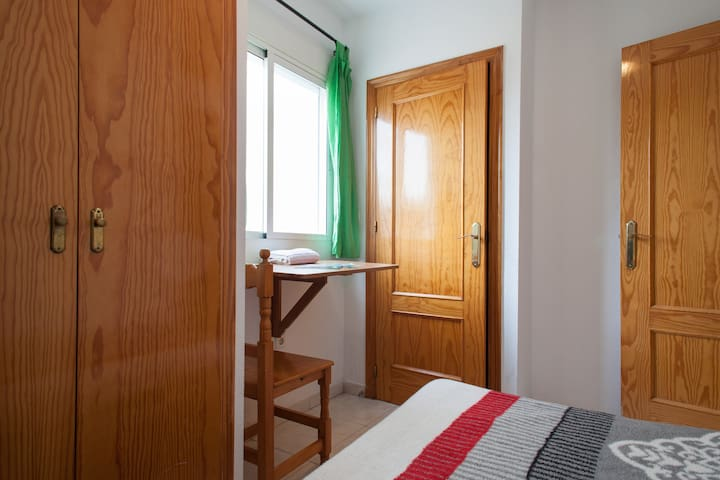 Private Student Room & Toilet near Plz Cir. - Murcia - Apartemen