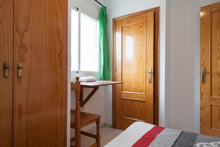 Private Student Room & Toilet near Plz Cir. - Murcia - Apartamento