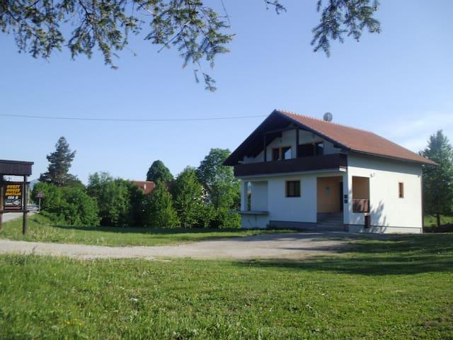 Guesthouse Matija - Rakovica - Apartmen