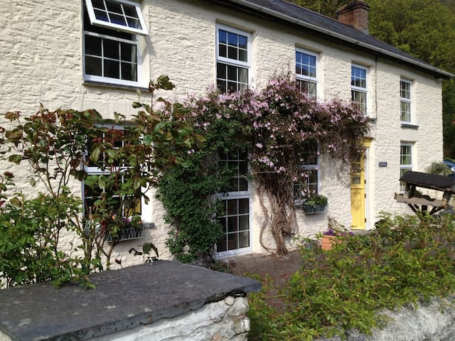Quiet & Peaceful with Valley Views - Aberystwyth - Rumah