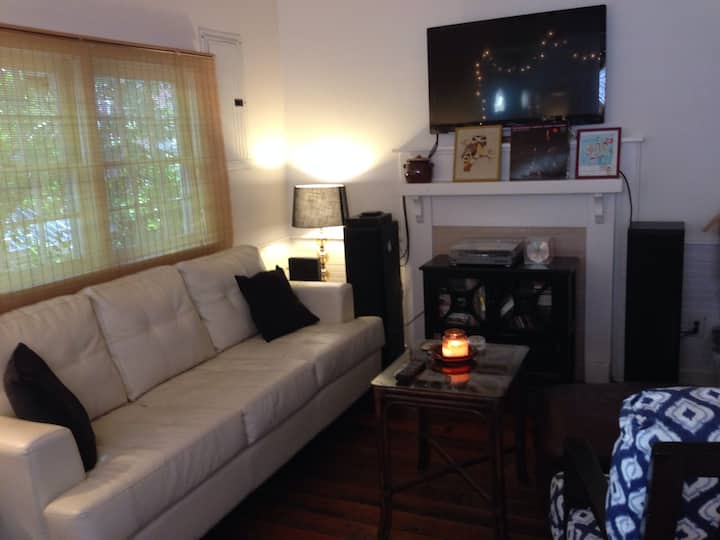Charming 1BD with parking!