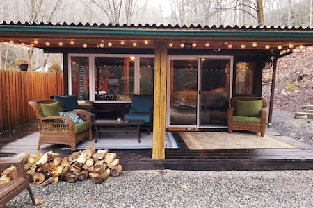 Creekside Cabin Bungalow in Bryson City!