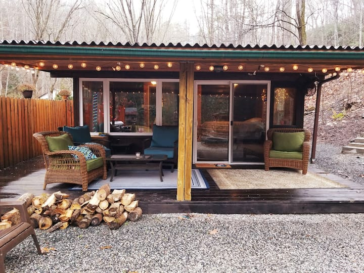 Creekside Cabin Bungalow in Bryson City!