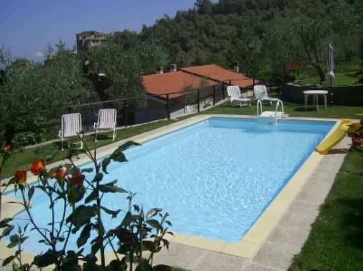 Piscina, oasi relax fra gli ulivi, wifi, barbecue