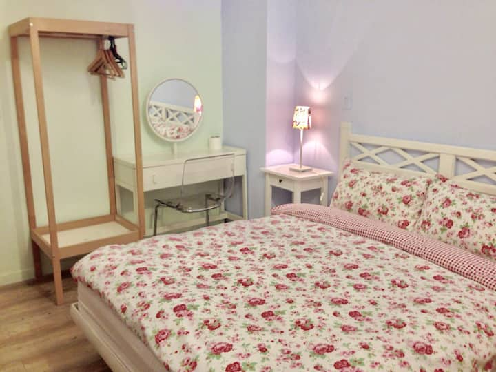 double bed ensuite own bathroom have 100% privacy