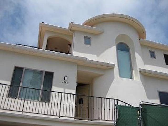 Beach Living... Bed & Breakfast - Redondo Beach - Bed & Breakfast