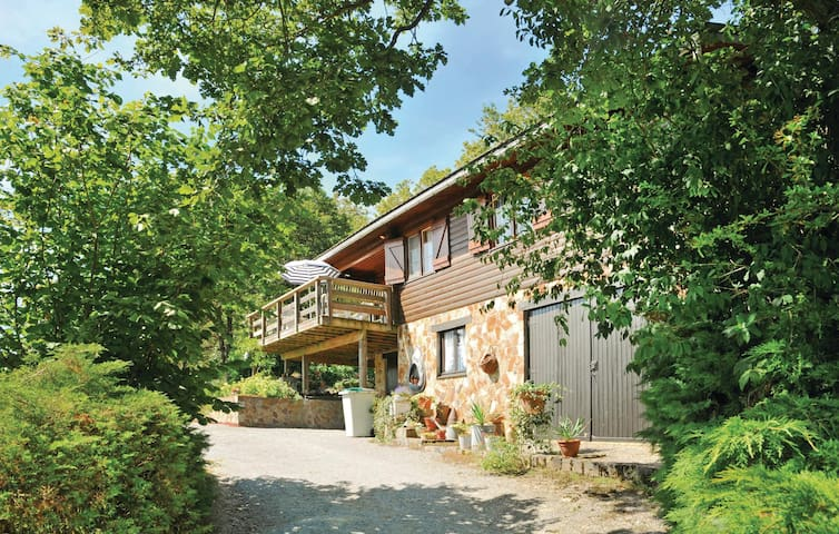 Holiday cottage with 3 bedrooms on 104m² in Durbuy