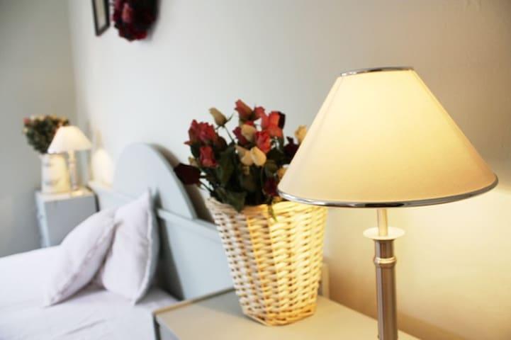 Villa Adam-Romantic double bedroom with a balcony - Praga - Bed & Breakfast