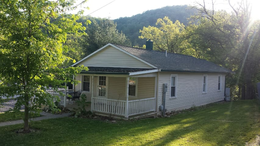 Cute 3 Bdrm Near Nat'l Forest-Walk to River&Trails - Hinton - House