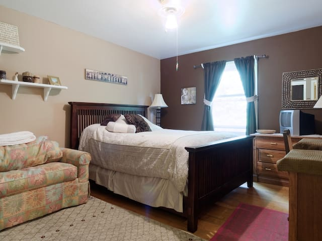 1-3 Low-Priced Rooms Near Annapolis - Severna Park - House